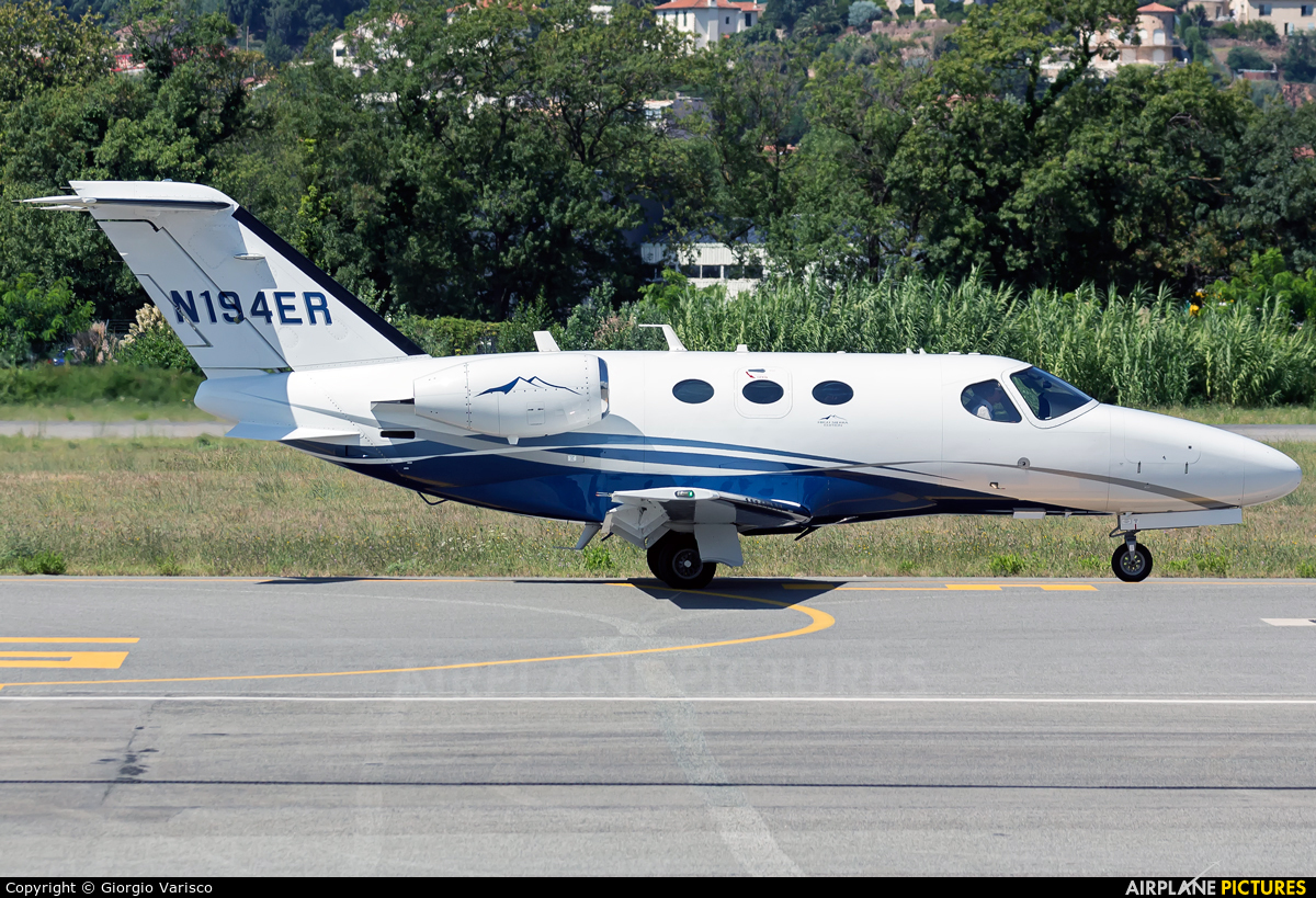 Private N194ER aircraft at Cannes - Mandelieu
