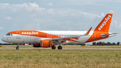 G-EZRW - easyJet Airbus A320