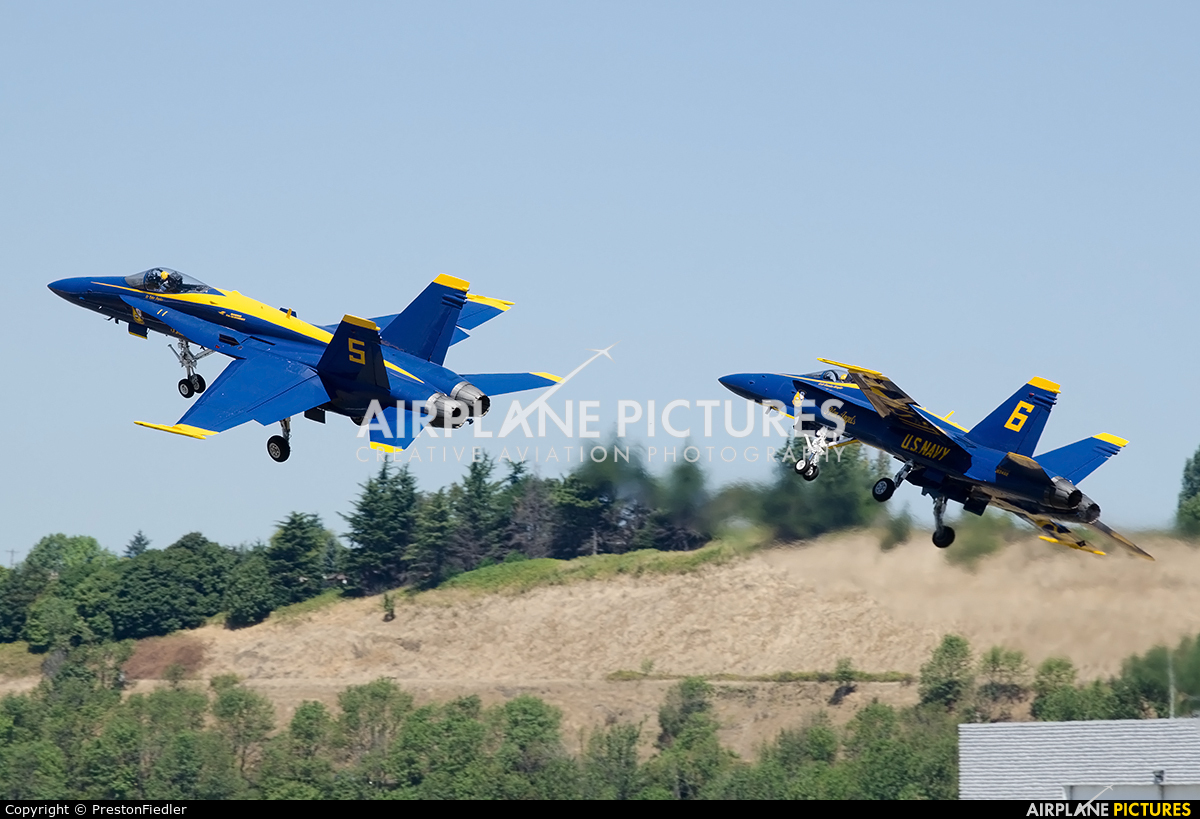 USA - Navy : Blue Angels 163741 aircraft at Seattle - Boeing Field / King County Intl