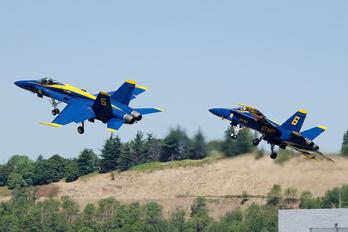 163741 - USA - Navy : Blue Angels McDonnell Douglas F-18C Hornet