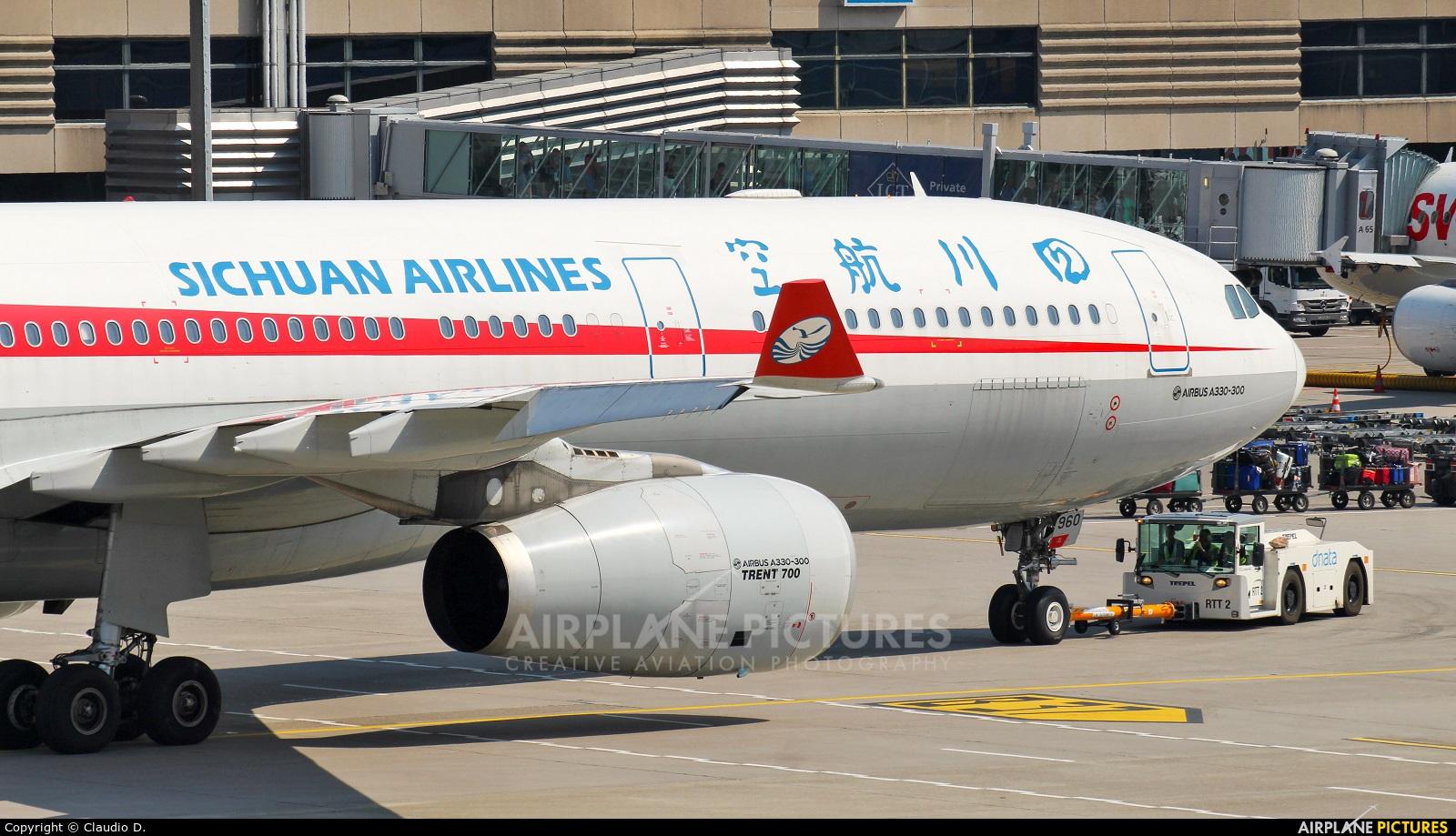 Sichuan Airlines  B-5960 aircraft at Zurich