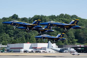 163766 - USA - Navy : Blue Angels McDonnell Douglas F-18C Hornet