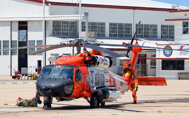 6014 - USA - Coast Guard Sikorsky MH-60T Jayhawk