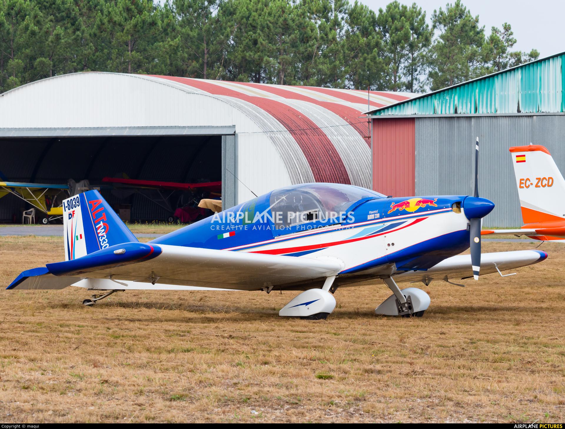 Private I-8039 aircraft at Aerodrome Cerval