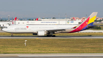 HL7741 - Asiana Airlines Airbus A330-300