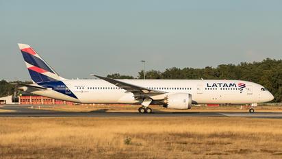 CC-BGD - LATAM Boeing 787-9 Dreamliner