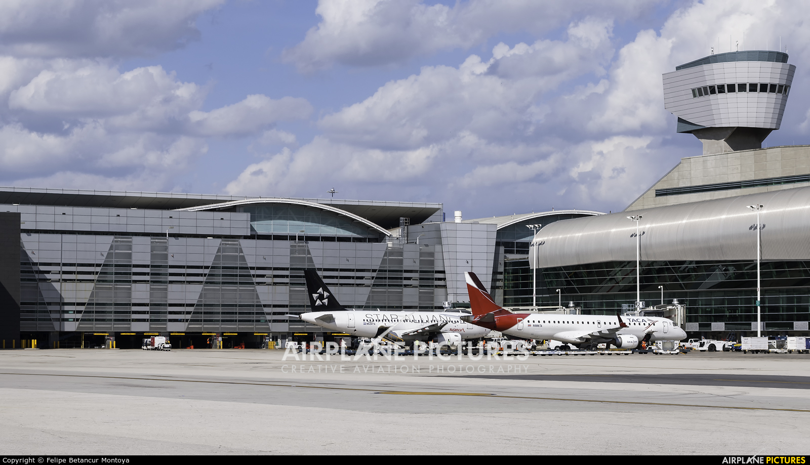 - Airport Overview KMIA aircraft at Miami Intl
