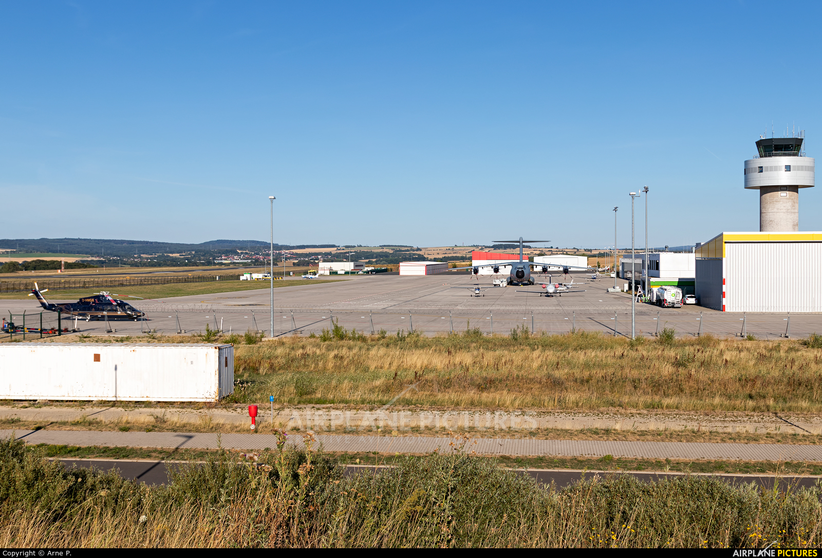 - Airport Overview 54+18 aircraft at Kassel-Calden