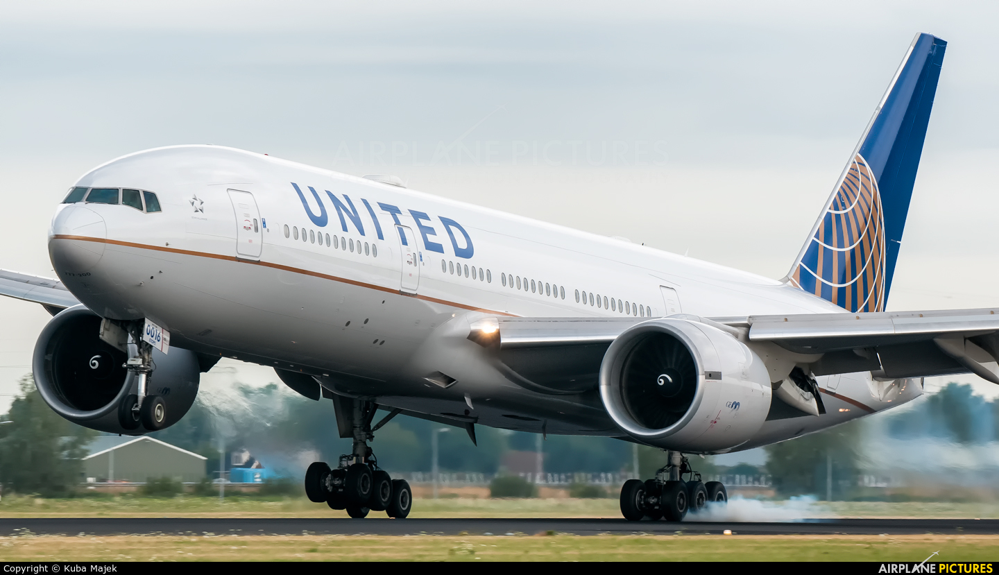 United Airlines N57016 aircraft at Amsterdam - Schiphol