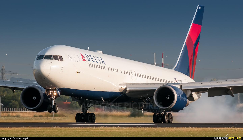 Delta Air Lines N1605 aircraft at Amsterdam - Schiphol