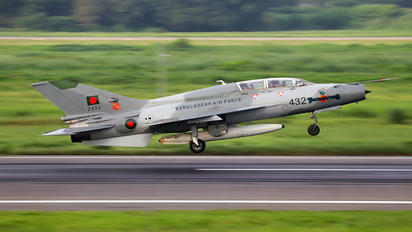 2432 - Bangladesh - Air Force Chengdu F-7BG