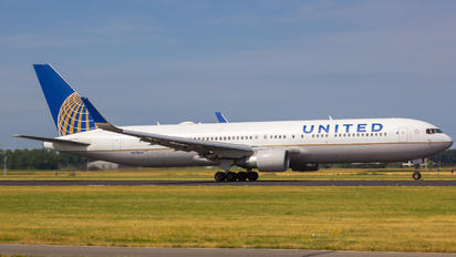 N675UA - United Airlines Boeing 767-300ER