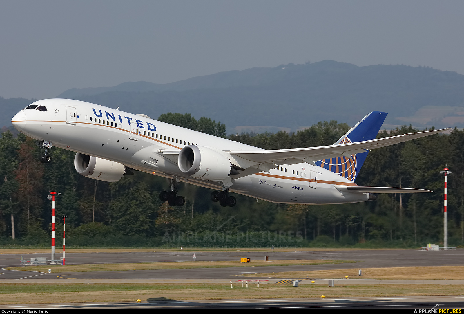 United Airlines N20904 aircraft at Zurich