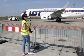 SP-LII - LOT - Polish Airlines - Aviation Glamour - People, Pilot