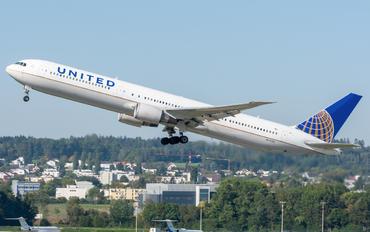 N67058 - United Airlines Boeing 767-400ER