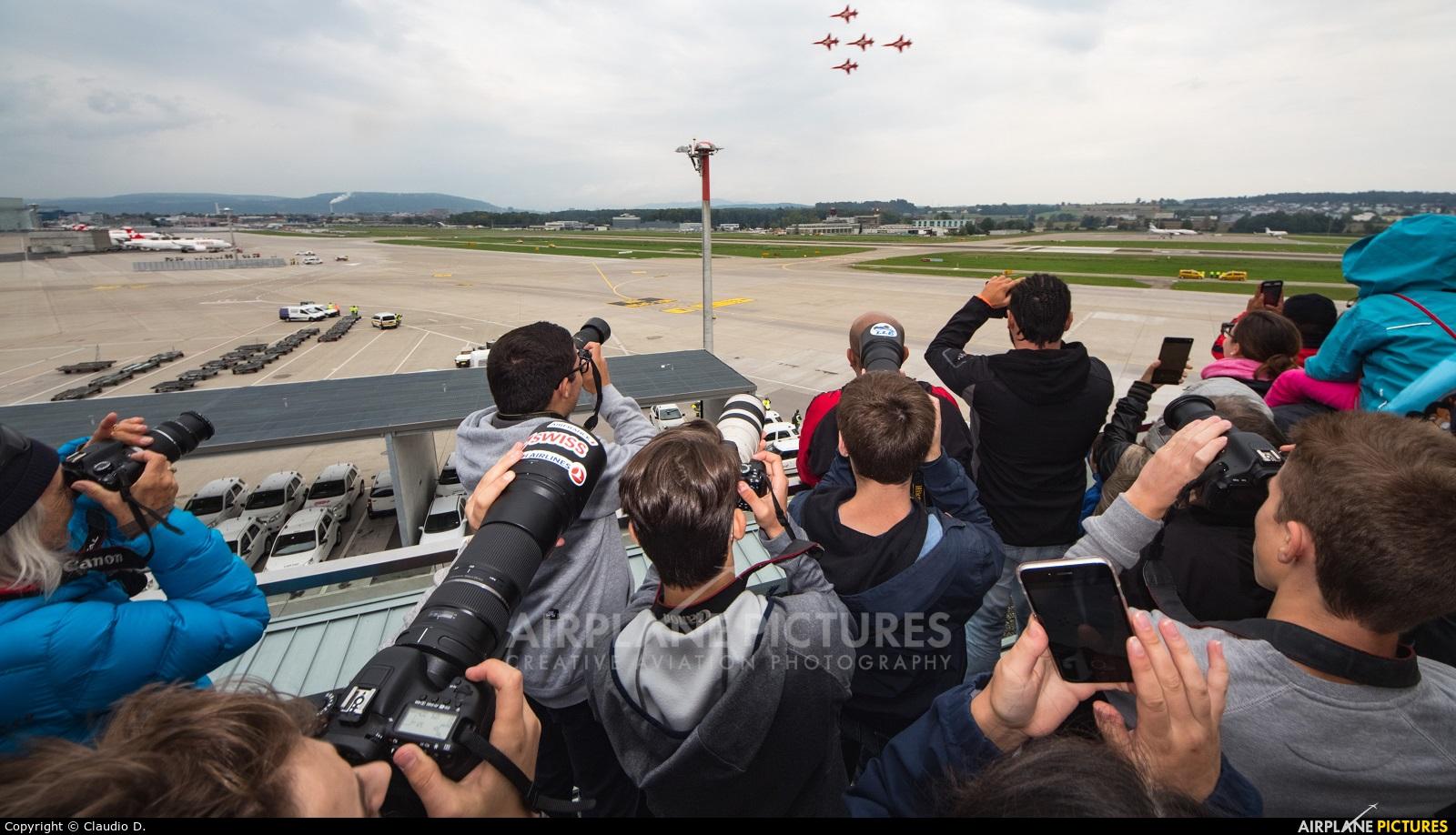 - Airport Overview - aircraft at Zurich