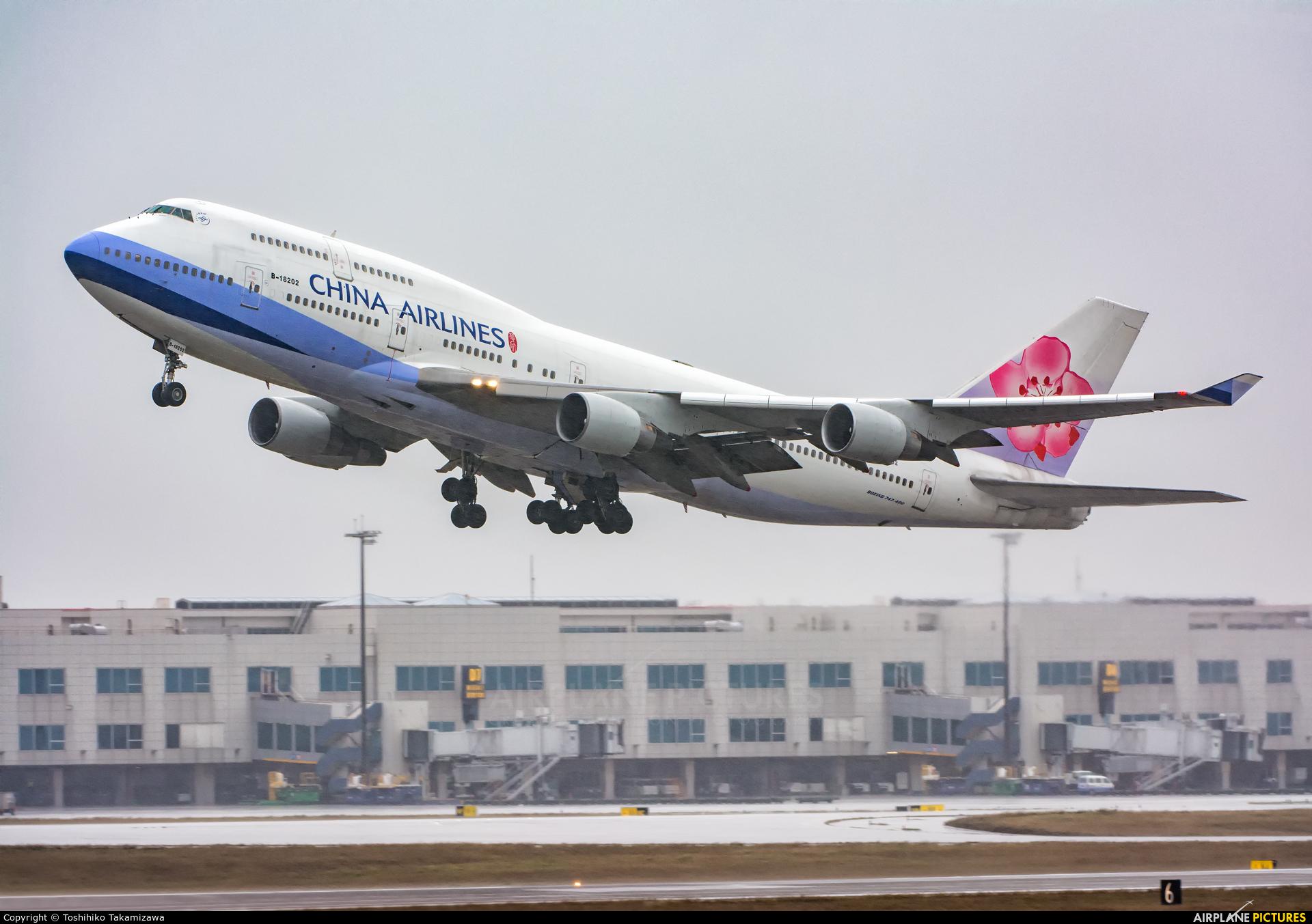 China Airlines B-18202 aircraft at Taipei - Taoyuan
