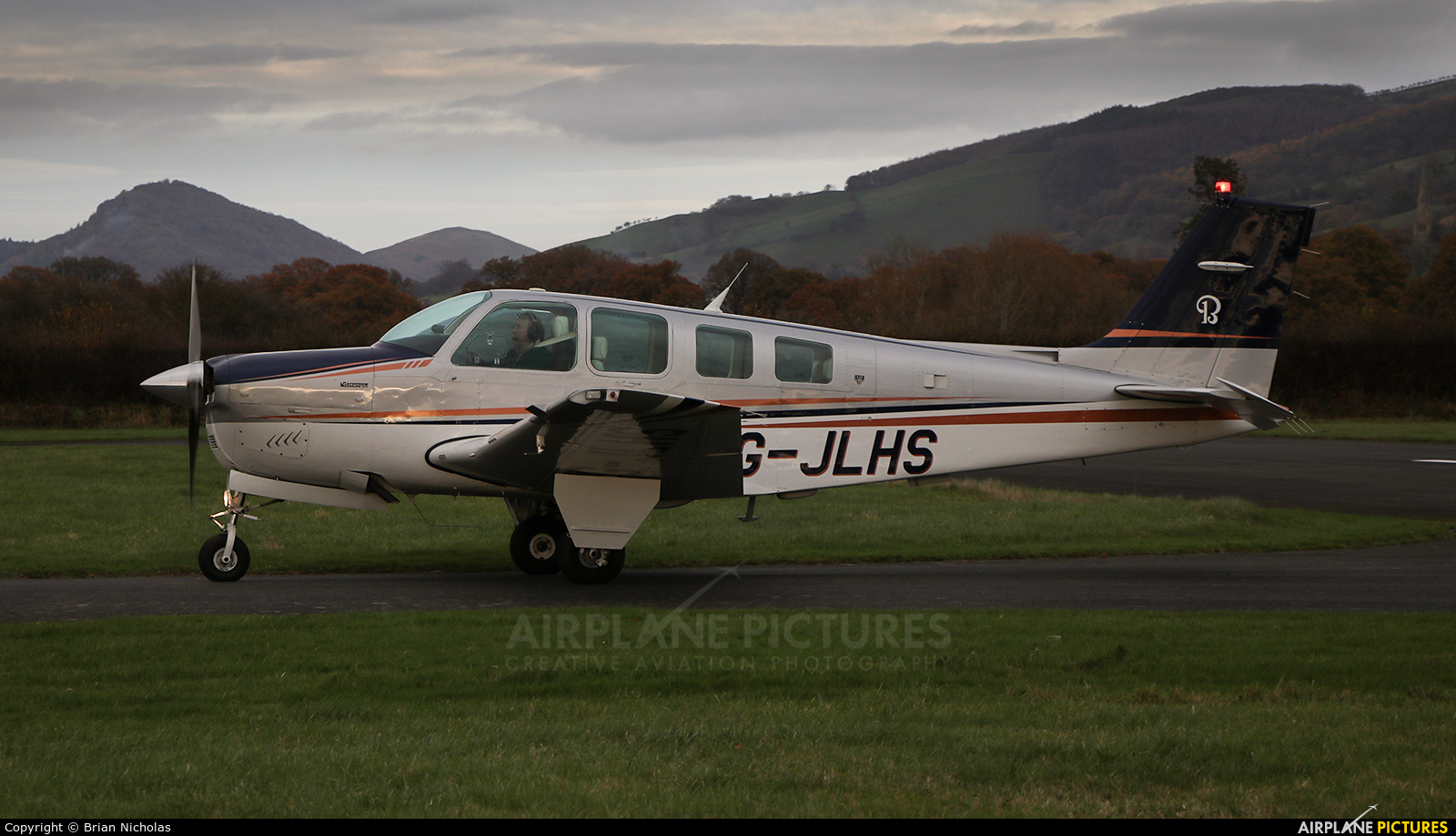 Private G-JLHS aircraft at Welshpool