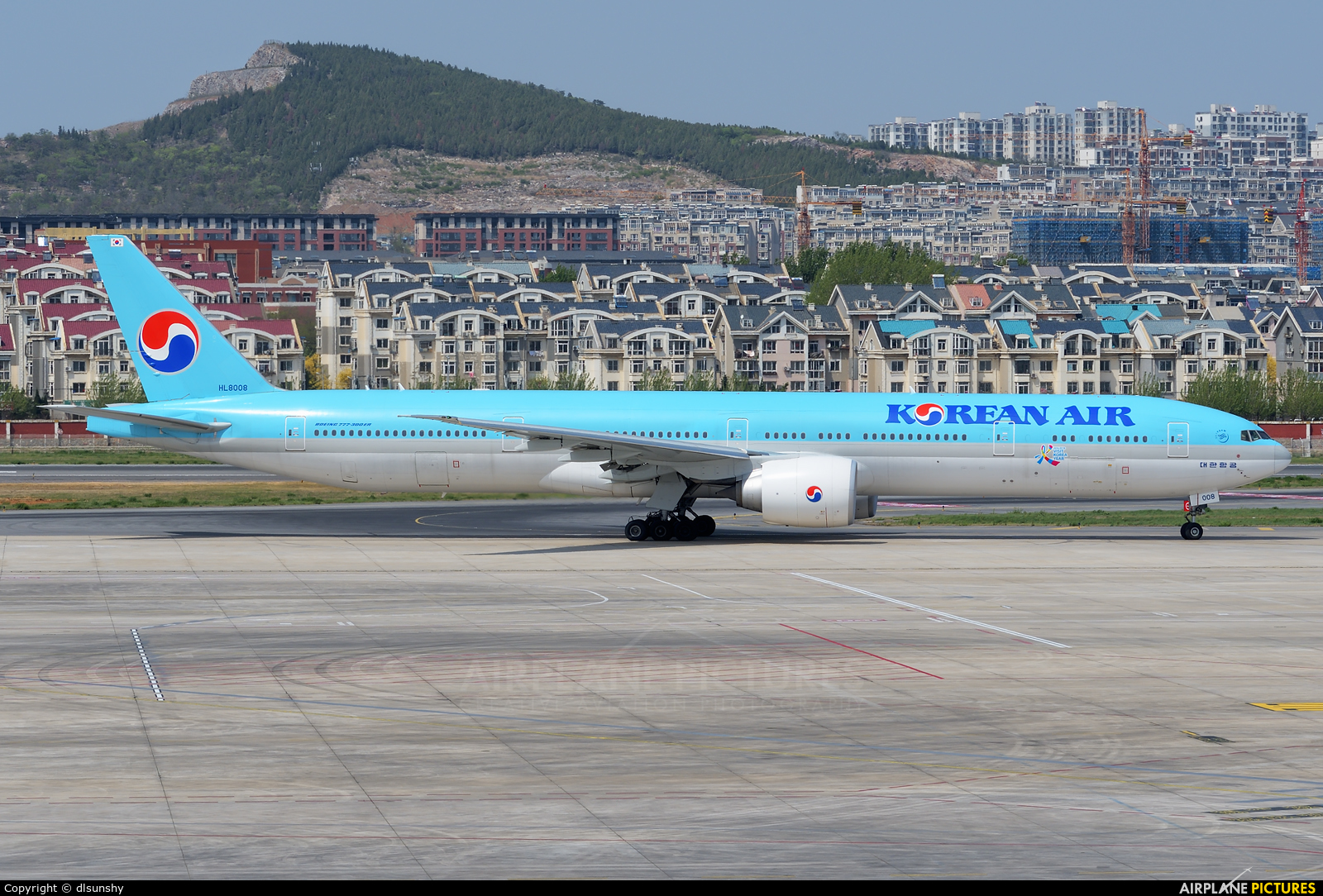 Korean Air HL8008 aircraft at Dalian Zhoushuizi Int'l