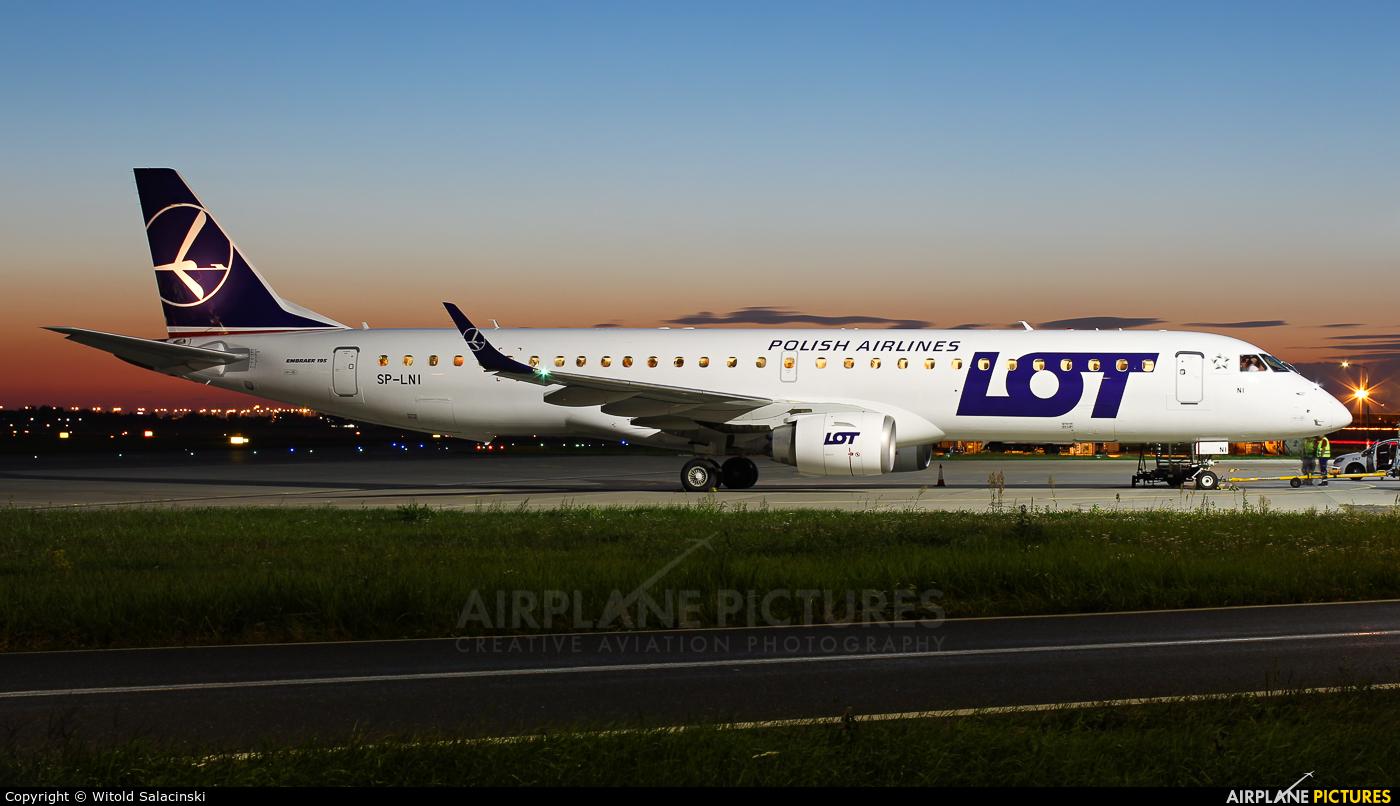 LOT - Polish Airlines SP-LNI aircraft at Warsaw - Frederic Chopin