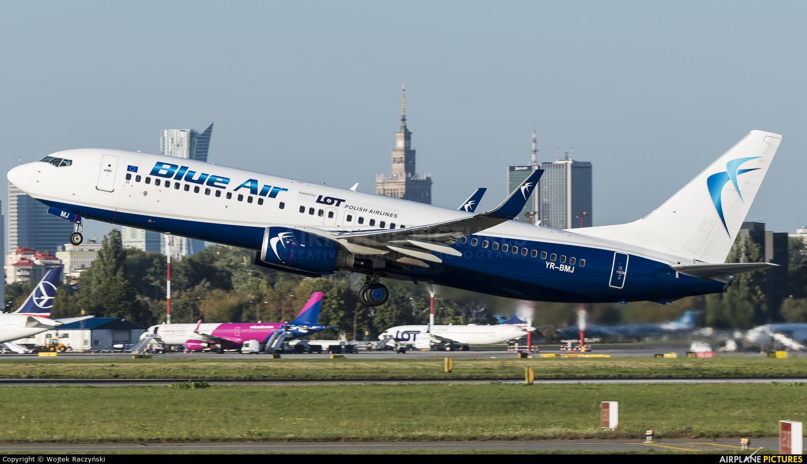 Blue Air YR-BMJ aircraft at Warsaw - Frederic Chopin