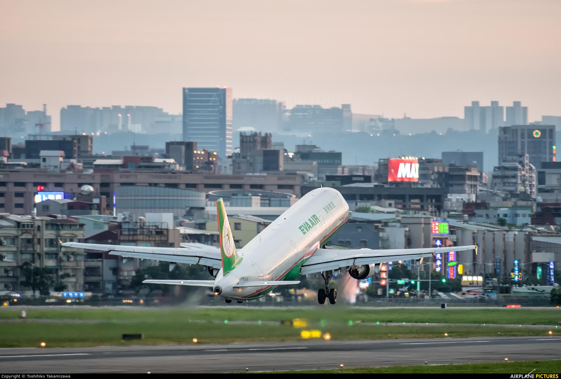 Eva Air B-16203 aircraft at Taipei - Sung Shan