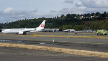 JAL Boeing 737-800 made an emergency landing at Boeing Field  title=