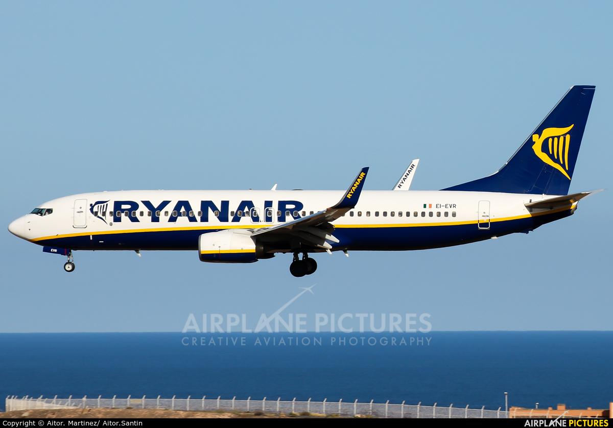 Ryanair EI-EVR aircraft at Aeropuerto de Gran Canaria