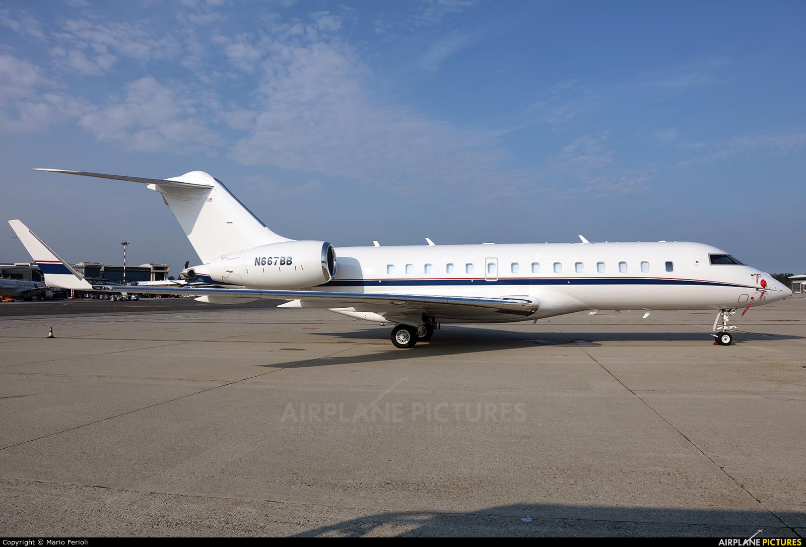 Private N667BB aircraft at Milan - Malpensa