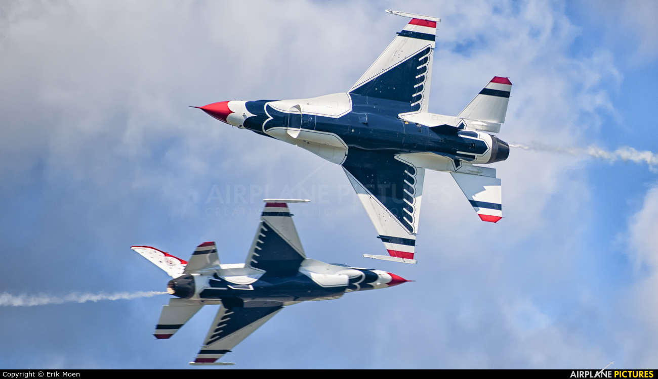 USA - Air Force : Thunderbirds 92-3881 aircraft at Stewart International Airport