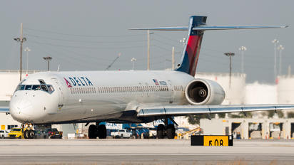 N912DN - Delta Air Lines McDonnell Douglas MD-90