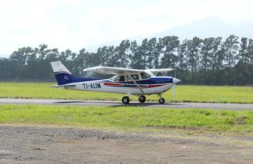 TI-AUM - Private Cessna 172 Skyhawk (all models except RG)