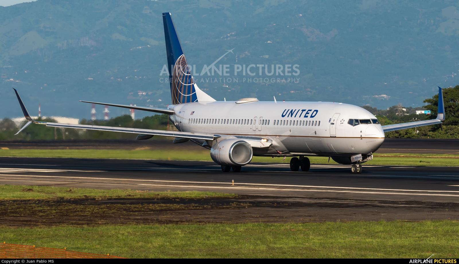 United Airlines N76526 aircraft at San Jose - Juan Santamaría Intl