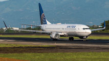 N76526 - United Airlines Boeing 737-800 aircraft
