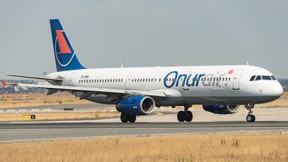 TC-OBK - Onur Air Airbus A321