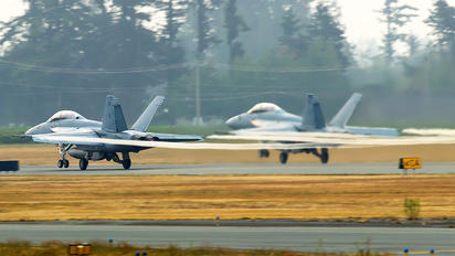 166981 - USA - Navy Boeing F/A-18E Super Hornet