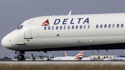 N913DN - Delta Air Lines McDonnell Douglas MD-90