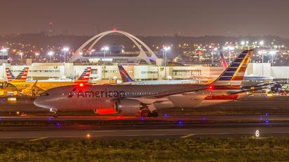 N812AA - American Airlines Boeing 787-8 Dreamliner
