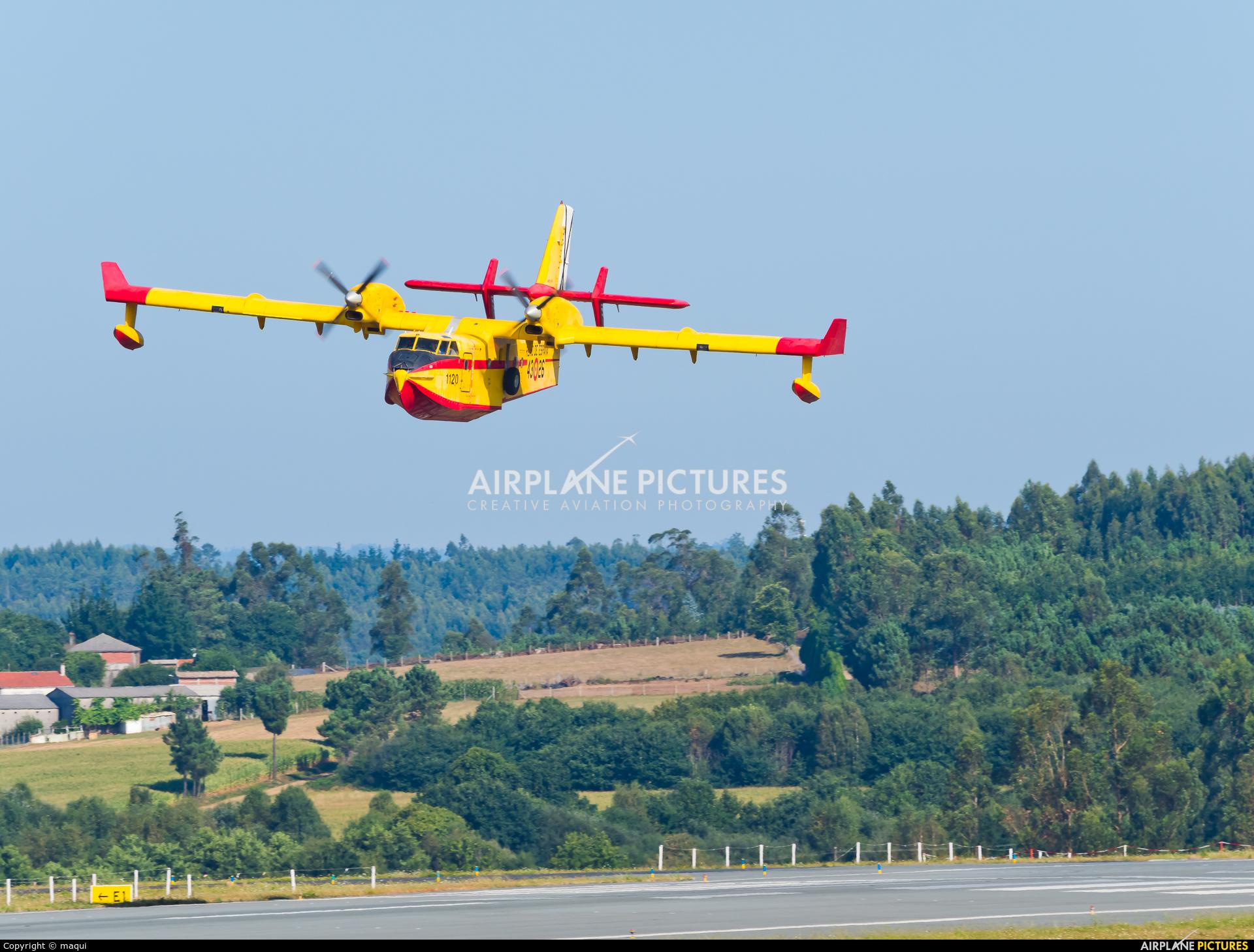 Spain - Air Force UD.13-26 aircraft at Santiago de Compostela