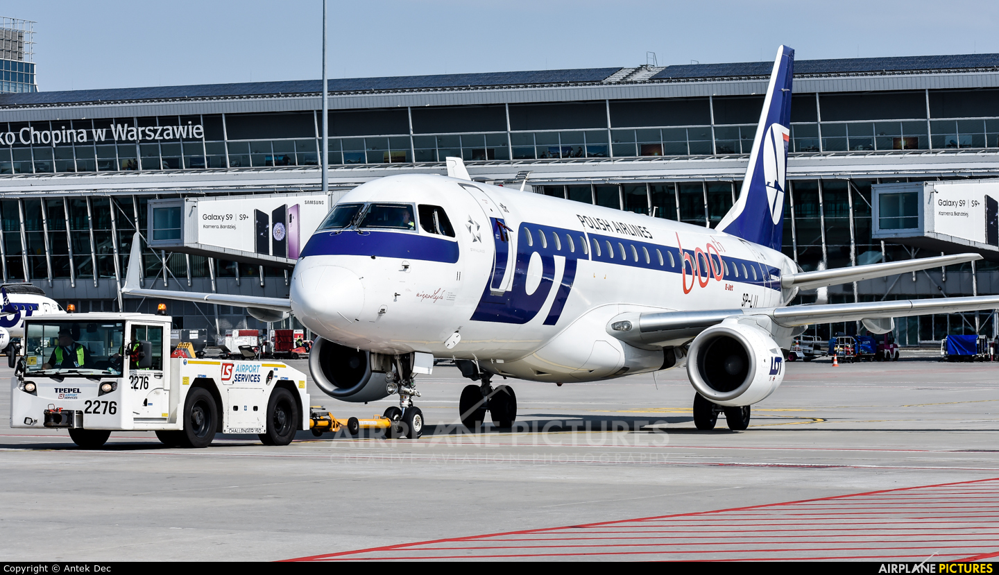 LOT - Polish Airlines SP-LII aircraft at Warsaw - Frederic Chopin