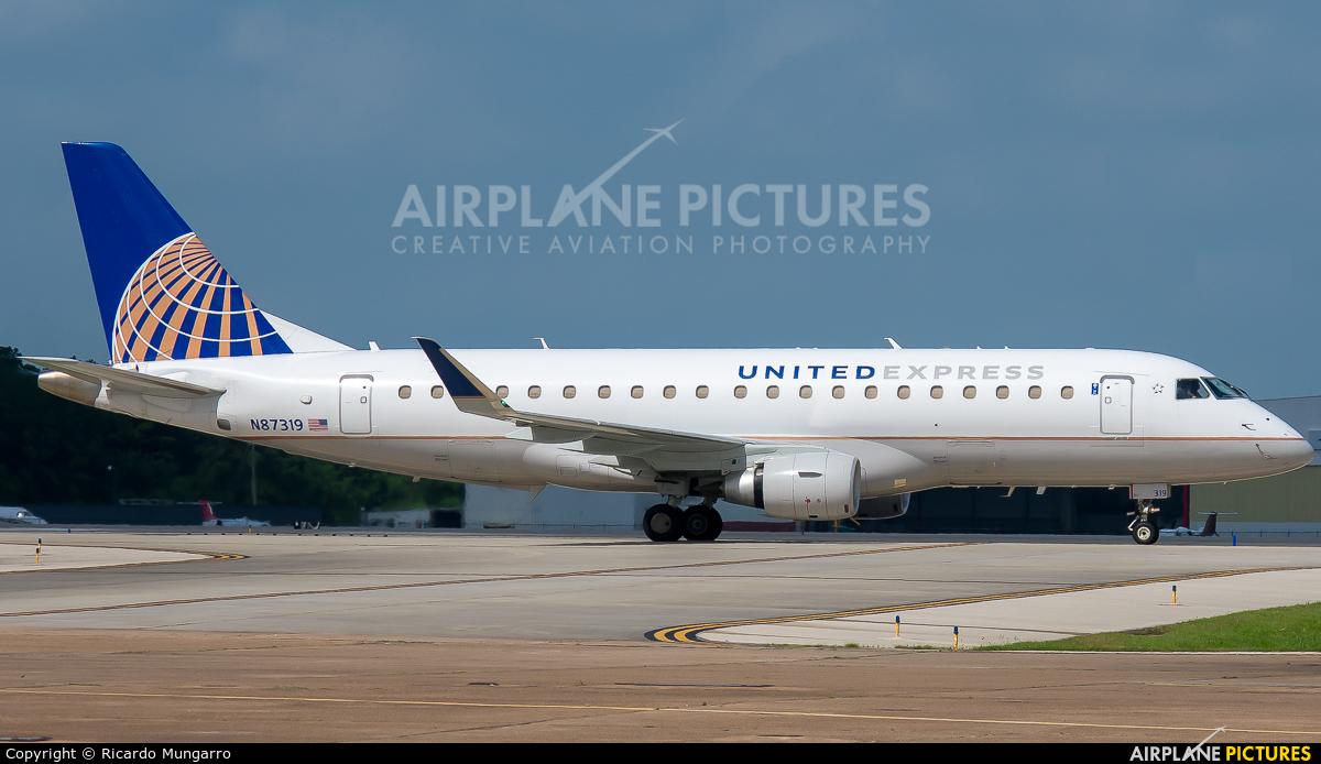 United Express N87319 aircraft at Houston - George Bush Intl