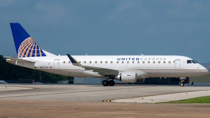 N87319 - United Express Embraer ERJ-175 (170-200)