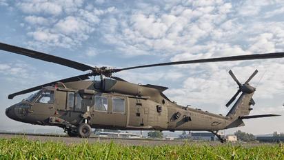 - - USA - Army Sikorsky H-60L Black hawk