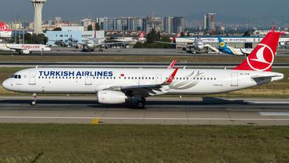 TC-JTA - Turkish Airlines Airbus A321