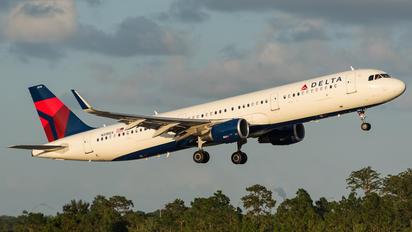 N318DX - Delta Air Lines Airbus A321
