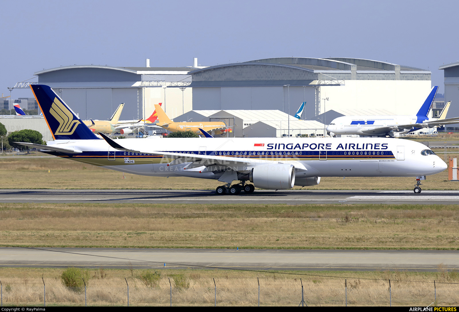 Singapore Airlines 9V-SGB aircraft at Toulouse - Blagnac