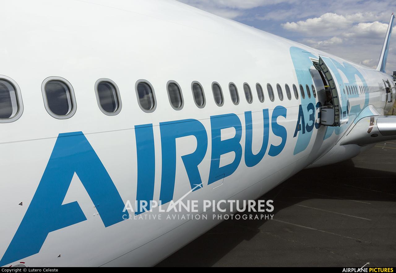 Airbus Industrie F-WTTE aircraft at Farnborough