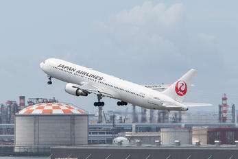 JA613J - JAL - Japan Airlines Boeing 767-300ER