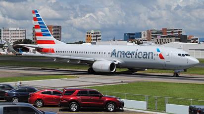 N910AN - American Airlines Boeing 737-800