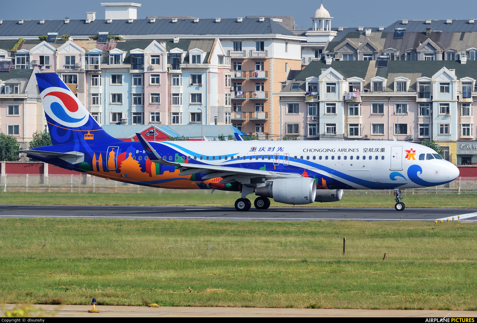 Chongqing Airlines B-8987 aircraft at Dalian Zhoushuizi Int'l